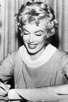 e2538c24fade 26 Amazing Marilyn Monroe Art by K. Fairbanks images