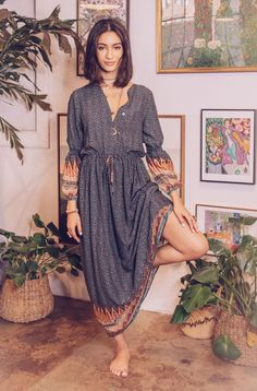 This week top dressing styles Tribal Fashion Outfits, Hippie Outfits, Look Fashion, Mode Hippie, Hippie Style, Long Shirt Outfits, Mode Yoga, Free People White Dress, Pretty Outfits