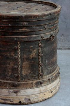 MANTO (CHINESE BREAD) BOX  ORIGIN : SHANDONG  CIRCA 1890                                                      ****