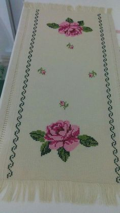 Alıntı Border Embroidery Designs, Folk Embroidery, Embroidery Stitches, Embroidery Patterns, Cross Stitch Patterns, Cross Stitch Rose, Cross Stitch Flowers, Baby Girl Clipart, Crochet Stitches
