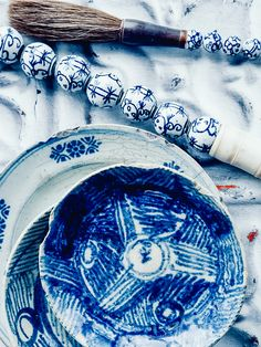 collections of blue and white china | http://perfectlyimperfectliving.com/highlight/collections-of-blue-white-china/