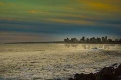 Necochea reflejando en el mar
