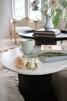 Decor, Table, House Styles, Diy Furniture, Furniture, Diy And Crafts, Diy Decor, Ikea Hack, Coffee Table