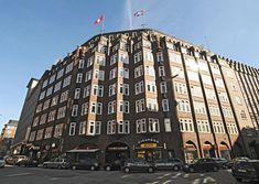33_48049 Eingangsbereich vom Klinker-Kontorhaus Montanhof. Das expressionistische Klinkergebäude im Hamburger Kontorhausviertel wurde von den Architekten Distel + Grubitz entworden und 1926 fertig gestellt. ©www.bildarchiv-hamburg.de Der Montanhof ist ein Kontorhaus im Hamburger Kontorhausviertel; es entstand in den Jahren 1924-26 nach Plänen der Architekten Distel & Grubitz. Das Kontorhausviertel ist die Bezeichnung für den südöstlichen Bereich der Hamburger Altstadt zwischen der…