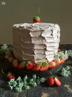 Strawberries cake and chocolate with milk, really delicious!! #cakes #strawberries #food