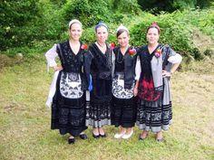 Traje regional tradicional asturias. Mujer. Femenino.