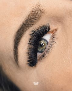 Borboleta Beauty specializes in custom eye lash extensions. We use the most innovative methods of enhancing your eyes with balanced, fuller lashes. Makeup Goals, Makeup Inspo, Makeup Trends, Borboleta Beauty, Eyelash Perm, Eyelash Extensions Styles, House Of Lashes, Custom Eyes, Volume Lashes