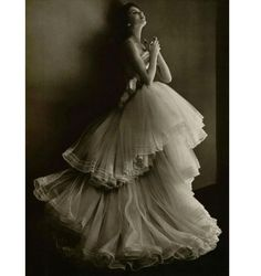 Dior 1940's - such a beautiful gown!