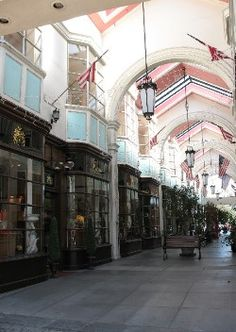 Lake Street Shopping Pasadena, California