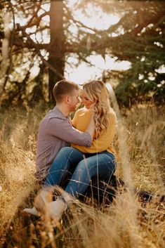 Aug 2019 - Get a glimpse inside Hayley + Jon's sunkissed and summer-filled engagement session taken in Discovery Park in Seattle Washington. Fall Engagement Shoots, Engagement Photo Outfits, Engagement Photo Inspiration, Engagement Session, Engagement Photography, Winter Engagement, Beach Engagement, Engagements, Engagement Rings