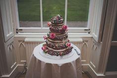 Naked cake. Photography by www.amylewinphotography.com