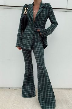 May 2020 - Perfect plaid set for fall = bell bottom pants and matching blazer Suit Fashion, Look Fashion, Fashion Outfits, Fashion Design, Daily Fashion, Blazer Fashion, Fashion Black, Lolita Fashion, Fashion Styles