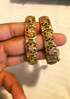 Jewelry Design Earrings, Ruby Jewelry, Gold Jewellery Design, India Jewelry, Kundan Bangles, Gold Bangles, Antique Jewellery Designs, Antique Jewelry, Silver Jewellery Indian