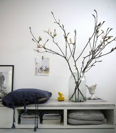 round hooked carpet from Design lemonade; huge vase from concept store Options in Amsterdam / branches! picture taped to white wall! Rama Seca, Lampshade Redo, Casa Retro, Magnolia Branch, Sweet Home, Interior Decorating, Interior Design, Decorating Ideas, Porch Decorating
