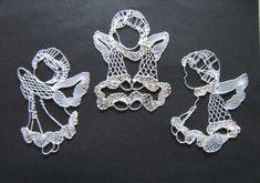 andílci - fotoalba ulivatelu - Dáma.cz Crochet Snowflake Pattern, Crochet Snowflakes, Doily Art, Lace Making, Bobbin Lace, Doilies, Diy And Crafts, Crochet Earrings, Knitting