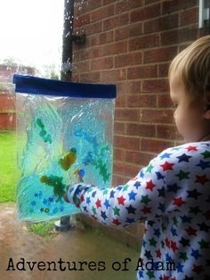 Fish Tank Sensory Bag – Day 11 Toddler Play Challenge | http://adventuresofadam.co.uk/fish-tank-sensory-bag-day-11/