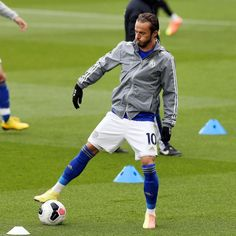 Leicester City Football, James Maddison, Football Players, Running, Sports, Nike Boots, Hs Sports, Soccer Players, Keep Running