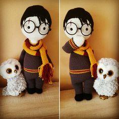 Harry Potter - gehäkelt. Anleitung von lalylala. Verwendetes Garn: Katia und Boshi. Größe: circa 50cm. Eingehäkelte Spieluhr: Titelmusik von Harry Potter