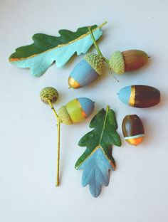 Herbst Ideen - Deko und DIY painted acorns, autumn crafts If you have been interested in being a fas Autumn Crafts, Fall Crafts For Kids, Nature Crafts, Diy For Kids, Kids Crafts, Diy And Crafts, Craft Projects, Arts And Crafts, Craft Ideas