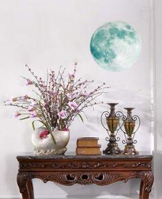 Pynt opp barnerommet med denne selvlysende månen!  Finnes i 3 forskjellige størrelser. Dette er den minste, 30 cm i diameter. Vase, Home Decor, Homemade Home Decor, Flower Vases, Jars, Decoration Home, Vases, Interior Decorating, Jar