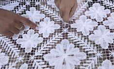 Coleção Martha Medeiros (Foto: divulgação) Filets, I Am Awesome, Diy And Crafts, Crochet, Lace, Macrame, Social Causes, Home Outfit, Toss Pillows