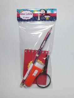 Lembrancinha Show da Luna    Esse kit contém:    01 lanterna ( cores variadas)  01 lupa ( 40 mm)  01 bloquinho  01 lapis    Todo trabalho feito em SCRAP.    Fique a vontade para fazer perguntas.