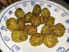 """750g vous propose la recette """"Croquettes de brocolis"""" accompagnée de sa version vidéo pour cuisiner en compagnie de Chef Damien et Chef Christophe."""