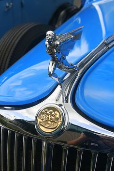 This is a 1932 Graham hood ornament,