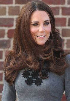 Kate Middleton Duchess of Cambridge Love her hair color Cabelo Kate Middleton, Estilo Kate Middleton, Kate Middleton Style, Kate Middleton Makeup, Princesa Kate, New Hair Color Trends, New Hair Colors, Hair Colour, Duchess Kate