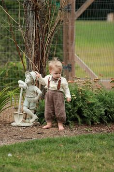 Daughters 1940's Vintage Style Wedding: A barefoot  Ring bearer(our grandson)... found someone his own size...