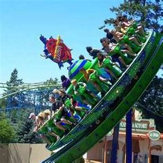 Photo gallery of Wild Waves Theme Park and Water Park in Federal Way, WA (near Seattle), Washington. Haunted House Attractions, Fun Places To Go, Amusement Park Rides, Carnival Rides, Park Pictures, Best Vacations, Summer Fun, Disneyland, Waves