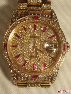 Rolex Super Starry (Starry most expensive gold watch), the table itself everywhere inlaid with diamonds and rubies, the table is set with a total of 700 diamonds, total weight of 7 kt!