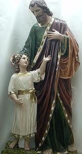 """""""...tú que irradias hoy el ejemplo de tu figura humilde ante los hombres, pero grandísima a los ojos de Dios: mira a la inmensa familia que se te ha confiado."""" S.S. Paulo VI"""