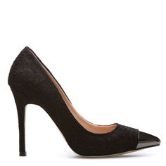 Issys. Lace-covered pointed-toe pump with a metallic cap toe