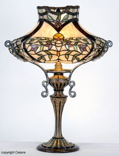 Lampe Presti de style Tiffany chez Oxiane. lampe, lampe tiffany, tiffany, luminaire, lampadaire, lampes style tiffany, lampe design