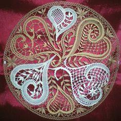 May 2020 - Travaux de dentelles. See more ideas about Bobbin lace, Bobbin lace patterns and Lacemaking. Crochet Motif, Crochet Patterns, Lace Centerpieces, Doily Art, Bobbin Lacemaking, Bobbin Lace Patterns, Lace Heart, Lace Table, Point Lace