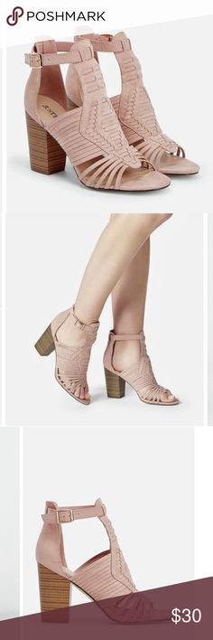 JustFab Lela Shoe Brand New Lela shoe in Blush 7.5 ..Brand New Never worn JustFab Shoes Sandals