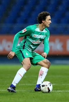 Thomas Delaney of Bremen runs with the ball during the friendly match between Eintracht Braunschweig and Werder Bremen at Eintracht Stadion on January 14, 2017 in Braunschweig, Germany.