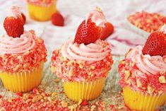 You are going to love this Strawberry Shortcake Cupcakes. Aall the flavors of strawberry shortcake into the perfect portion size. Shortcake Cupcake Recipe, Strawberry Cheesecake Cupcakes, Strawberry Shortcake Cupcake, Strawberry Frosting, Cupcake Recipes, Dessert Recipes, Cupcake Ideas, Chocolate Covered Strawberries, Stick Of Butter
