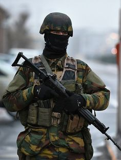 Belgium Army #colors #followback #photooftheday Swat Police, Military Police, Army Colors, War Photography, Army & Navy, Armies, Special Forces, Belgium, Warriors