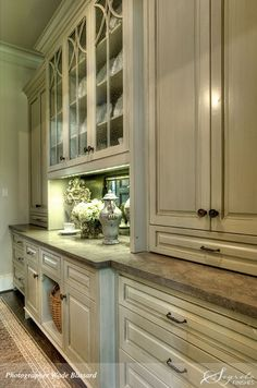 Mirrored backsplash in the butler's pantry!  The colors are gorgeous.