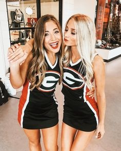 Cute Cheer Pictures, Cheer Picture Poses, Cheer Poses, Team Pictures, Cheerleading Pics, Cute Cheerleaders, Cheer Stunts, Softball Senior Pictures, Senior Guys