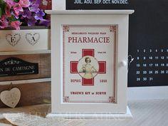 Apteczka szafka biała drewno retro (420) - Galeria Mercatino