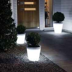 It's time to rethink traditional outdoor lighting with these one of a kind light up planters. Rather than invest in bulky and definitely expensive outdoor lighting, these planters provide the cooler and more convenient alternative. Landscape Lighting, Outdoor Lighting, Outdoor Decor, Yard Lighting, Unique Lighting, Lighting Design, Decorative Lighting, Lighting Ideas, Large Planters