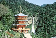 At 133 meters high, Nachi Falls in Wakayama Prefecture is one of the most famous waterfalls in Japan.