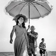 Françoise Gilot, Pablo Picasso, and his nephew, Javier Vilato, on the beach at Golfe-Juan, France, 1948. Photo: Robert Capa