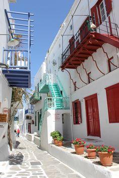 GREECE CHANNEL | Enjoying a walk in the #streets of #Mykonos! #Greece http://www.greece-channel.com/