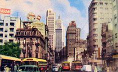 Postal da Avenida São João no final da década de 50. Destaque na esquerda para o extinto Hotel Municipal.
