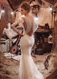 a1cd4d3f8ef5 Romantisk brudekjole med vintageblonder og et moderne twist. Vintage Lace  kollektionen forhandles af House of