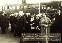 ✿ ❤ Atatürk, Prof.Afet İnan ve kızkardeşi Makbule Atadan ile...9 Mart 1937 (Vapurdan inip Haydarpaşa'ya doğru ilerlerken)